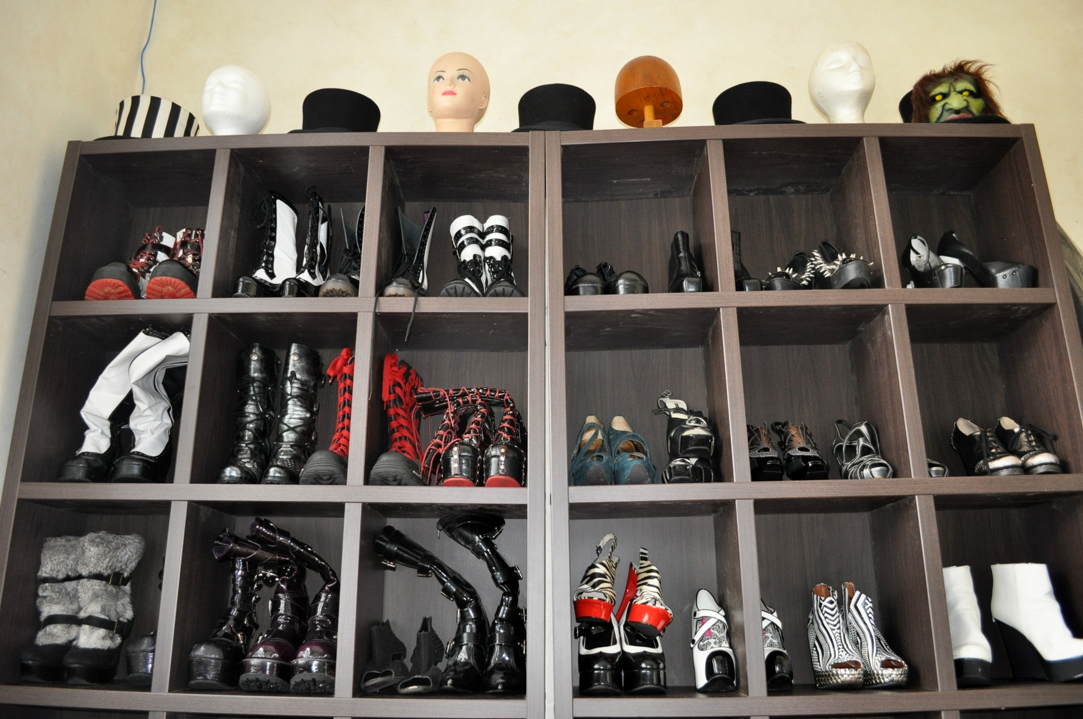 Glam new dressing room with shoe storage Stylish shoe rack