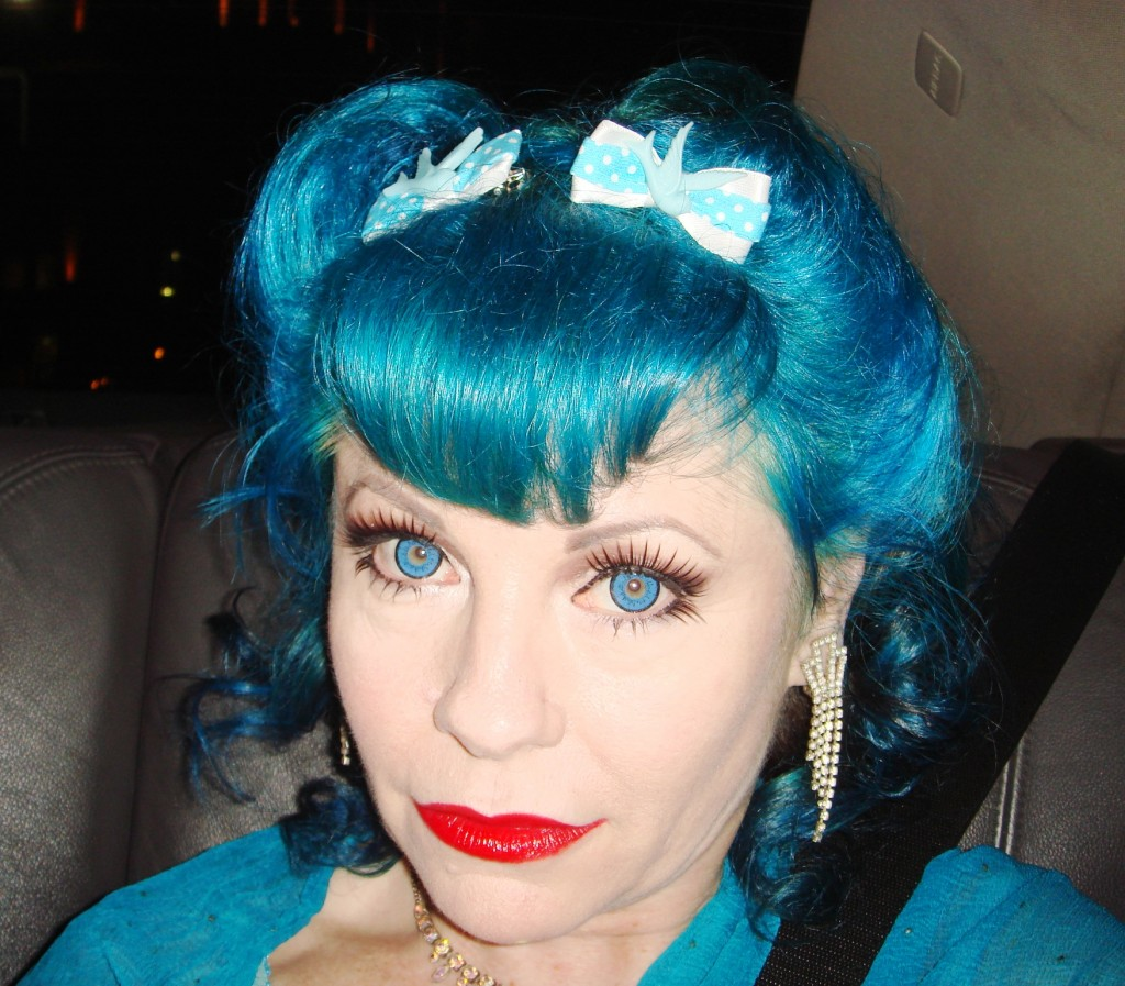Vintage hair look, victory rolls in blue hair