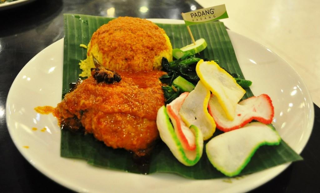 Ayam Merah & Nasi Kuning