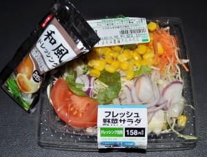 konbini salad with dressing