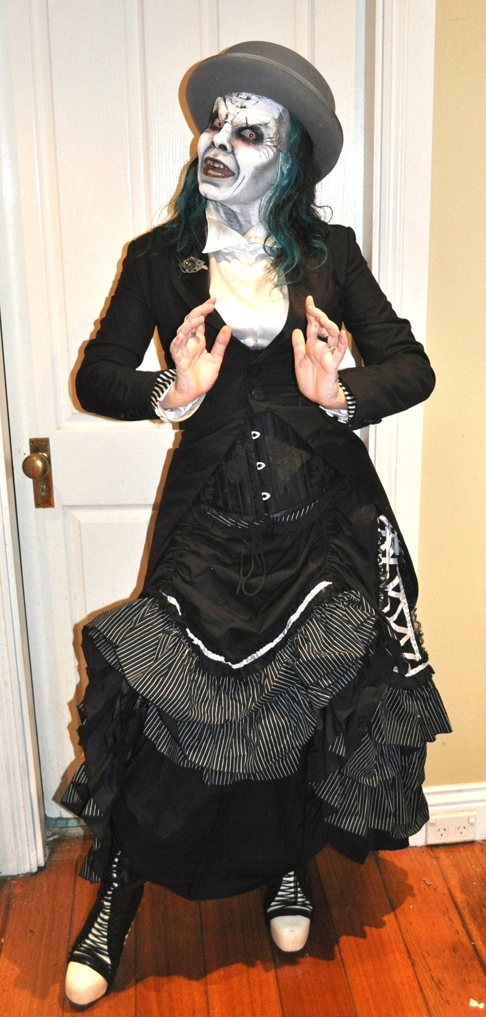 The Fashionate Traveller in gothic lolita for Cobweb Club