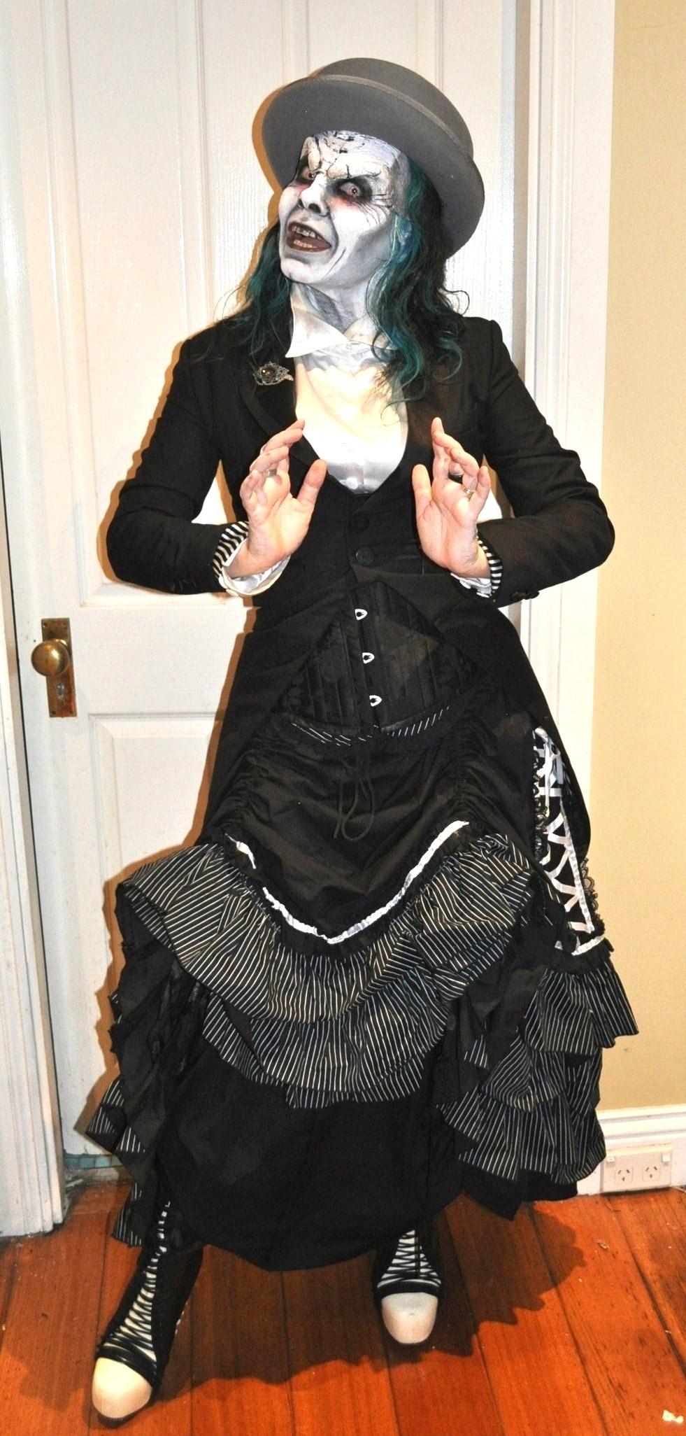 The Fashionate Traveller in gothic lolita for Cobweb Club